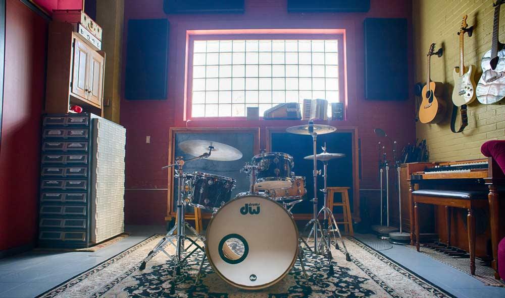 Minneapolis Recording Studio #5: Minnehaha Recording Company - drums and guitars in recording room